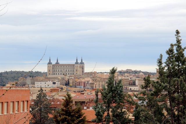 Toledo from afar / Toledo desde lejos