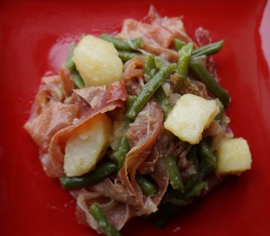 Green beans with ham and potatoes