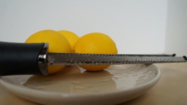 Lemon peeler