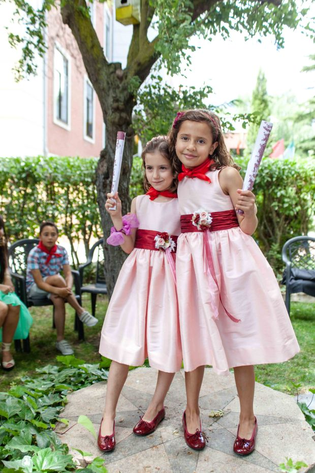 Spanish flower girls