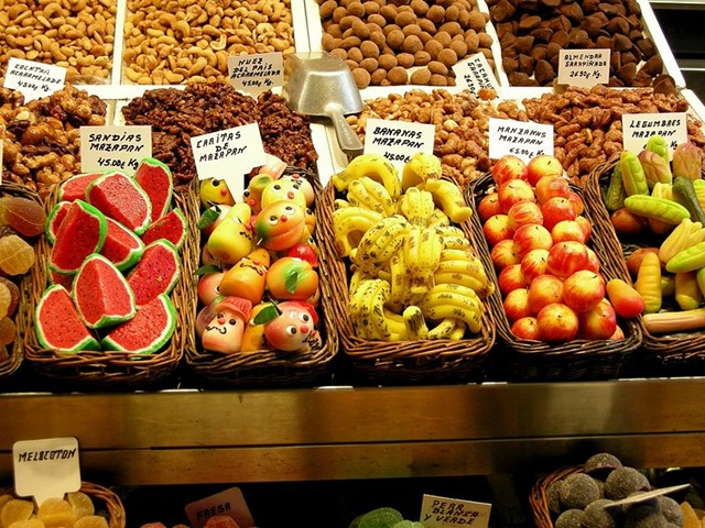 800px-Marzipan_fruits_at_the_market