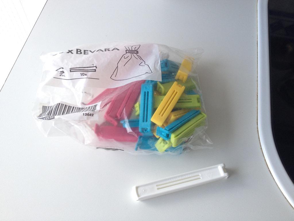 28 Bag clips