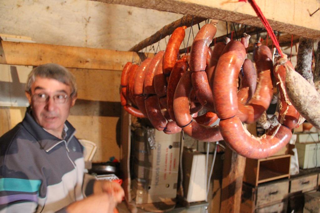 Chorizo salchichón curando curing